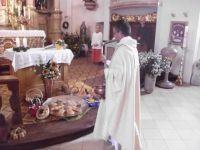 Die gesegneten Gaben der Kinder duerfen diese nach der Messe wieder mitnehmen und geniessen